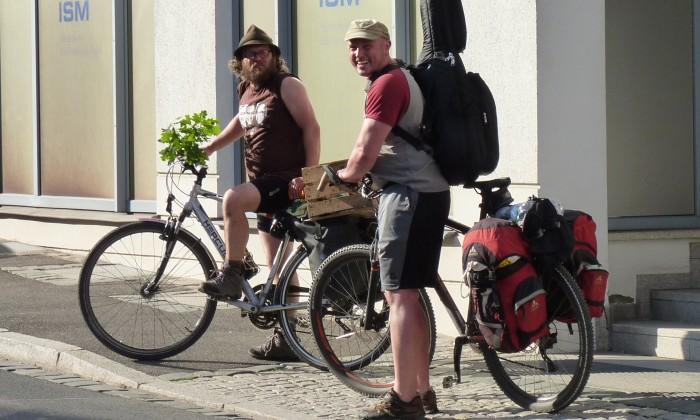 Karten und Reiseführer
